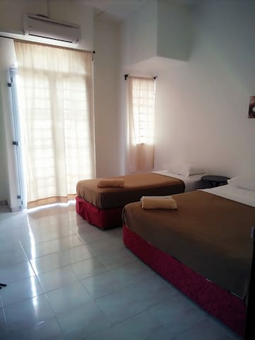 Master Triple Room #3 @ My Segamat Homestay~* - Segamat - House