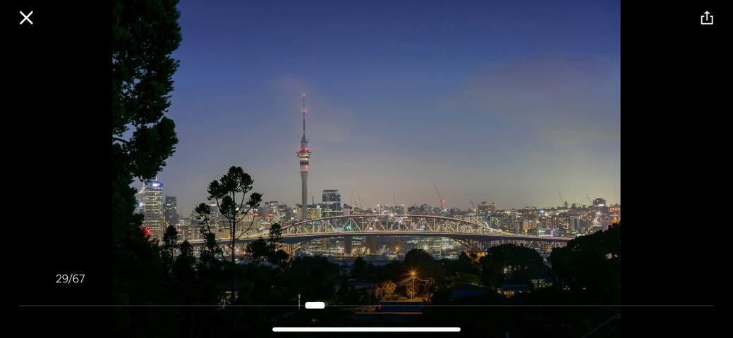 City view.  luxury beautiful house 温馨浪漫小屋,迷人的天空塔景色