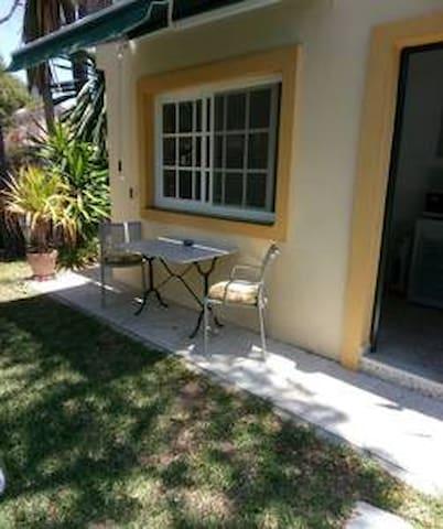 Habitacion privada con jardín