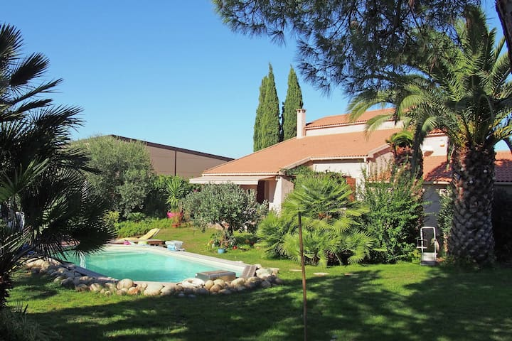 Nice villa with heated pool and close to the beach.
