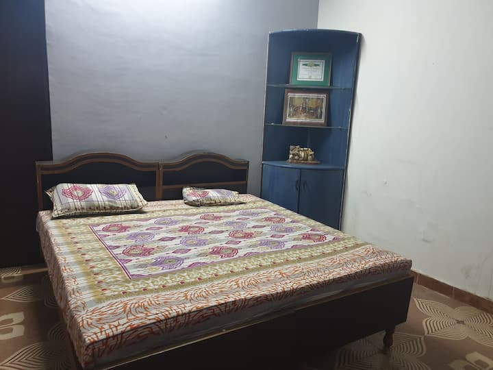 2 rooms set 4a small group in Sanjay Gandhi puram