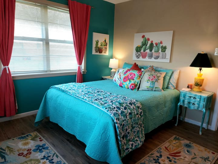 COUNTRY SIDE INN, 4 BEDS, Minutes from the SILOS