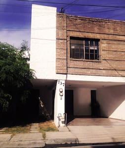 Recámara en Valle con excelente ubicación - San Pedro Garza García - Huis
