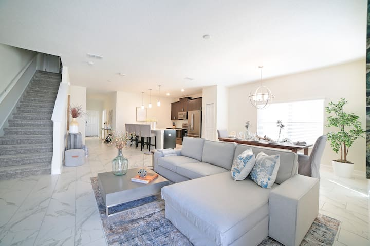 Charming RESORT STYLE 5 bed 4 bath town home! 4973