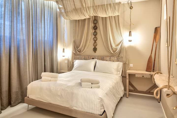 B&B A'Mare, bedroom Pescatore - Elegant, 50 metres from the beach of Diano Marina, with SPA