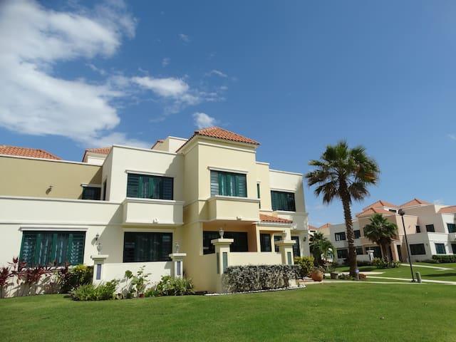 Deluxe Beachfront Villa, Rincón PR - Rincón - Villa