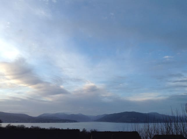 Argyll View (Gourock flat with amazing views)