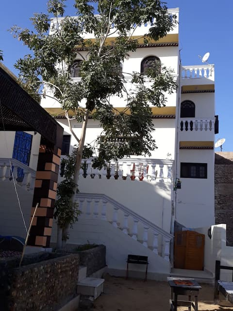 Casa privada com jardim e terraço em Assuão