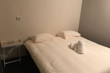 Large Room Close to Metro Station - Amsterdam-Zuidoost - Appartement