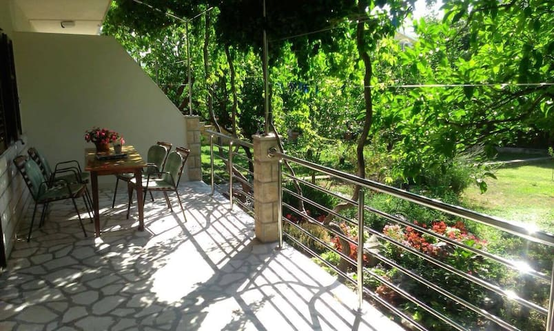 Apartment Lucija (just 50 m far from the beach)