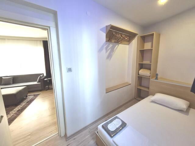 Room 2 (Single)