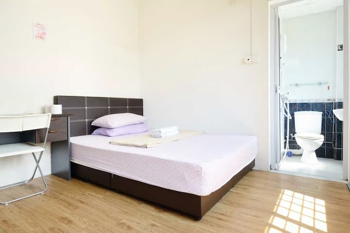 Ensuite MasterA2 bedroom @ heritage apartment