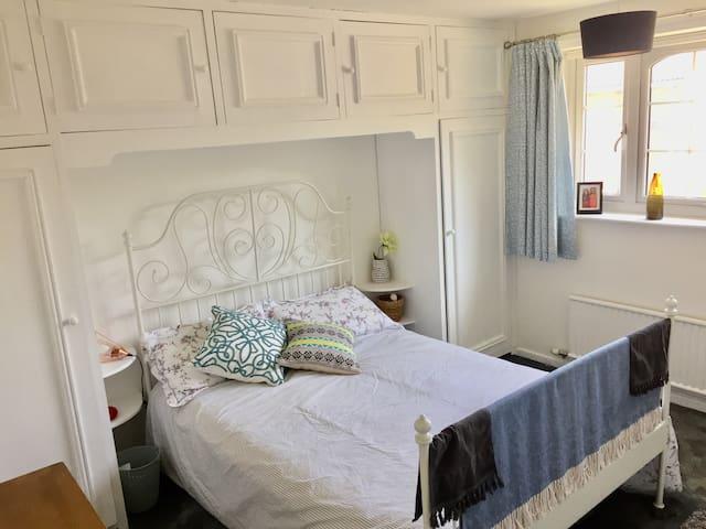 Double bedroom next to Broadgate Park, Nottingham.