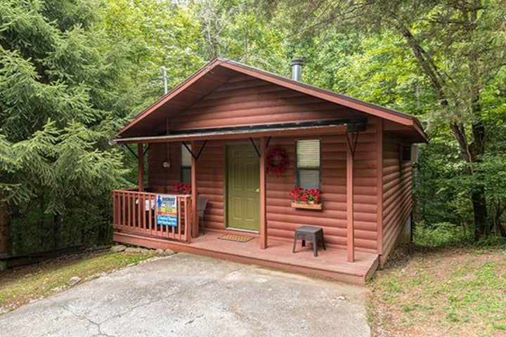 Cozy Cabin Getaway in Pigeon Forge