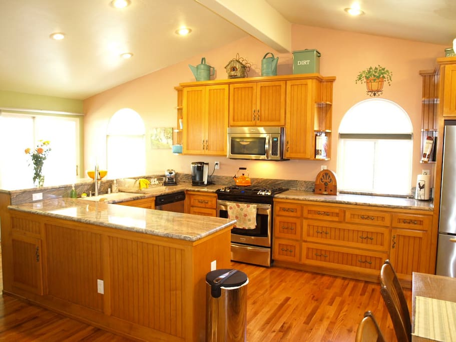 Kitchen with beautiful Granite countertops, and all Stainless appliances!