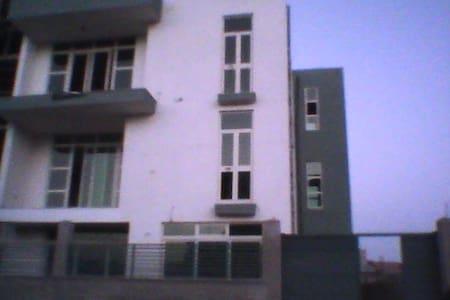family environ-speaks English,cozy - Appartamento
