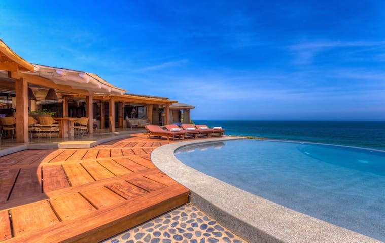 Casa Adobe Mancora Frente a la Playa - PE - Huis