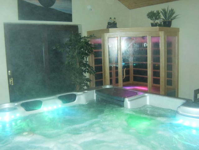 Donegal Cottage with Luxury Hot Tub - Milford