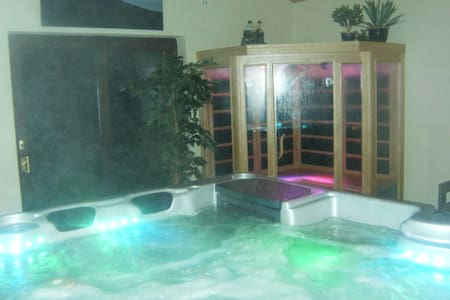 Donegal Cottage with Luxury Hot Tub - Milford - Mökki