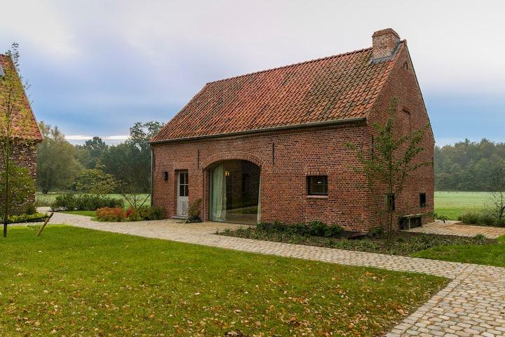 Koetshuis, landelijk gelegen op 10' van Antwerpen