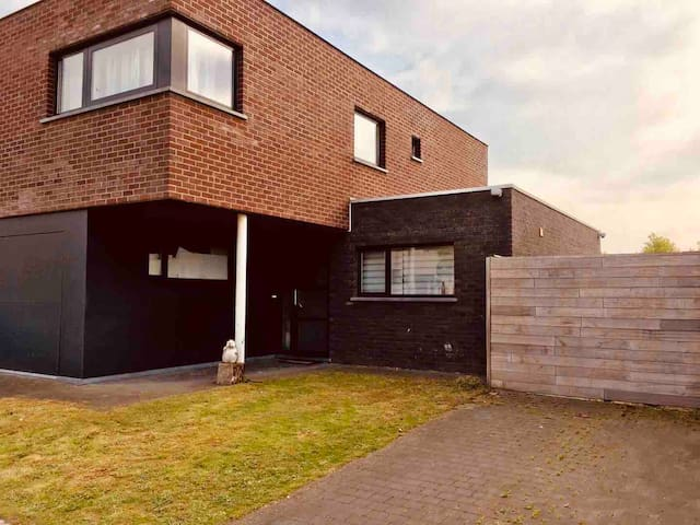 Brick Tv Meubel.Airbnb Bazel Vacation Rentals Places To Stay Flanders