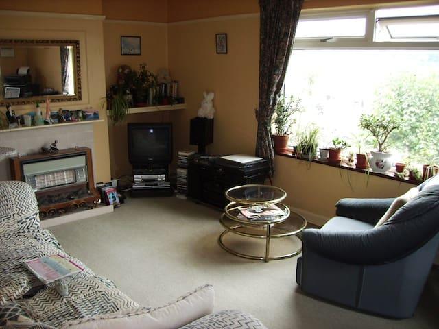 Rural setting but amenities close - Paignton - Hus