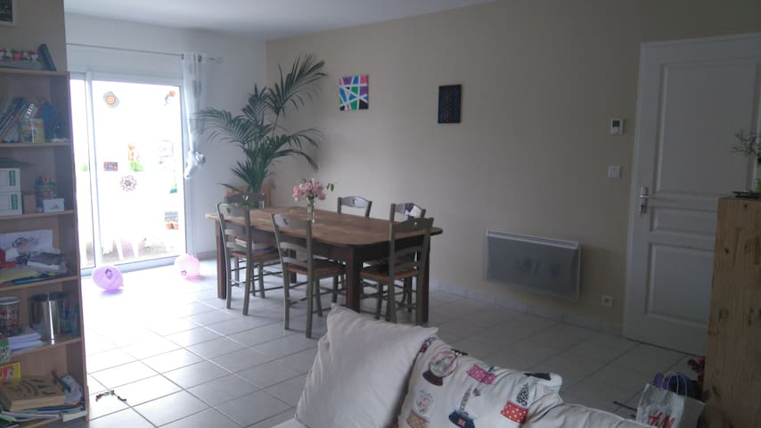 Chambre à 5 min de A10 et A83 proche Niort - Chauray - Dům