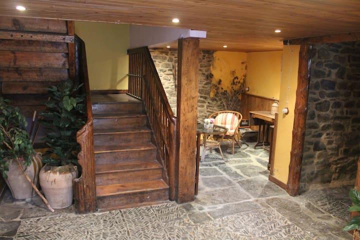 Apartamento completo para 2 personas en Aragües