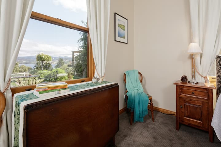 Ambience on Huon B&B - Silver Wattle Room - Hosted