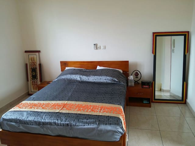 Rouge Studio Haut Standing - Abidjan - Appartement