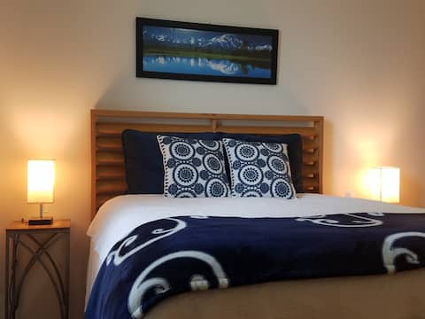 Grand Mountain Room – Queen Bed and Prvt Bath