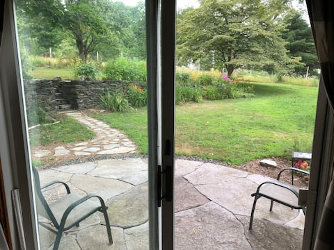 Carriage House in the Country, close to town