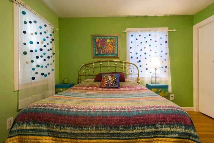 1st Bedroom Queen Size Bed