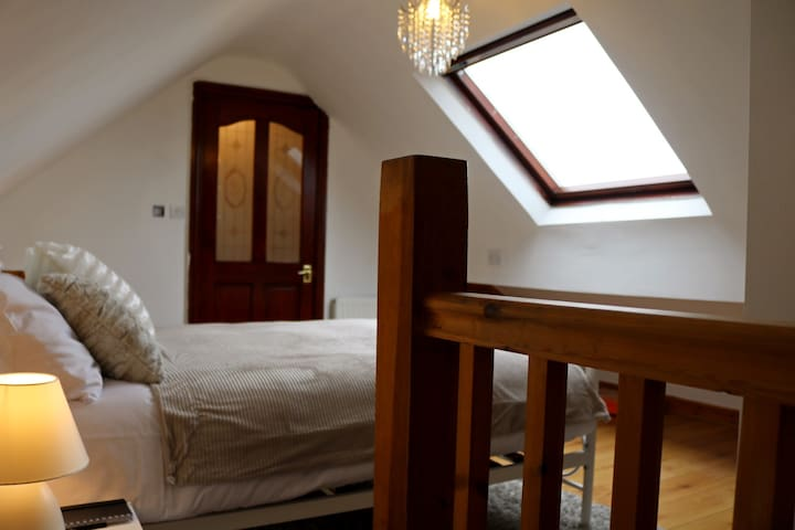 En-suite attic double bedroom with breakfast - ลิเวอร์พูล - บ้าน