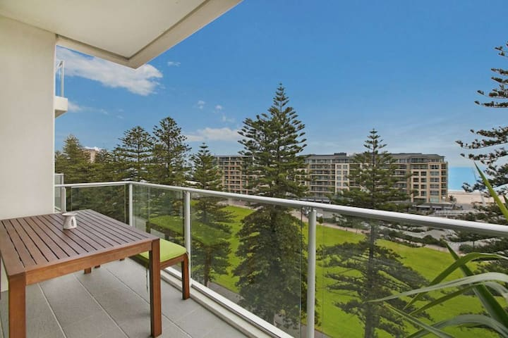 Beachside luxury & comfort, ocean views in Glenelg - Glenelg - Lejlighed