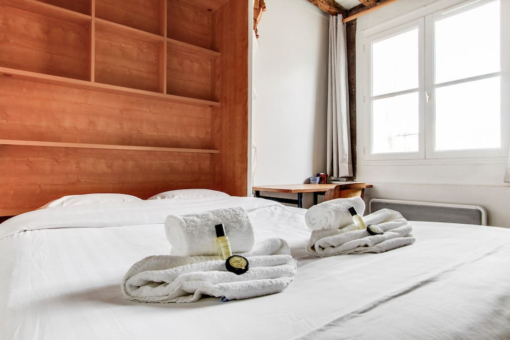 Bedsheets, towels and bathroom amenities are provided for your stay!