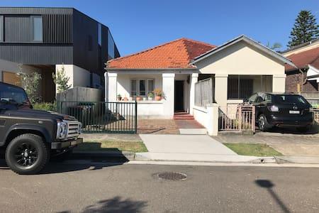 Great 2 Bedroom House in North Bondi - North Bondi