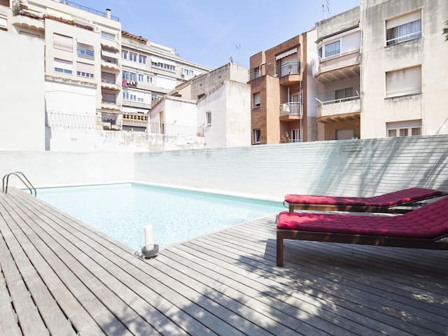 Terrace and Swimming Pool near Barcelona Center for 8