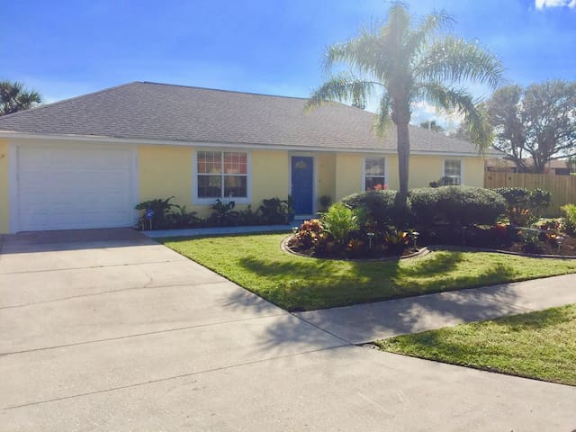 Gorgeous -Spacious Beachside House W/Heated Pool! - Cape Canaveral - Hus