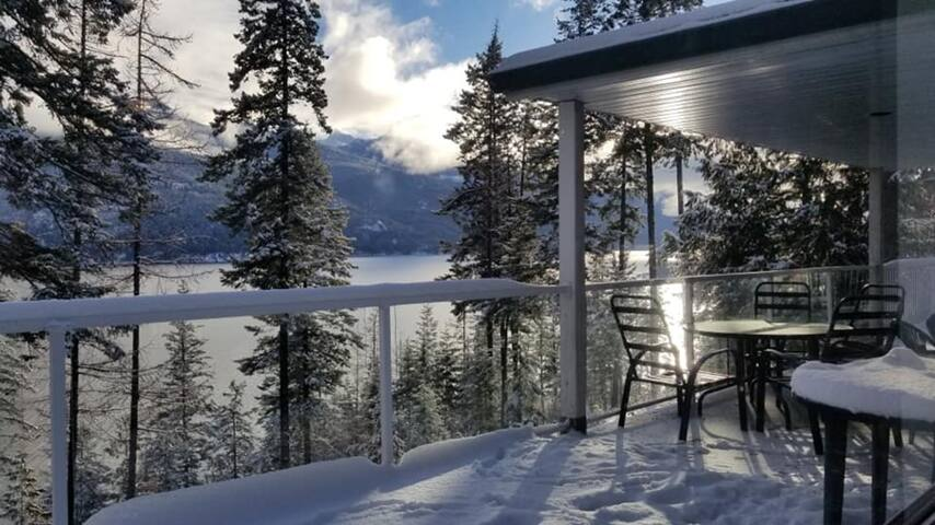 Beautiful lake view house in Kaslo