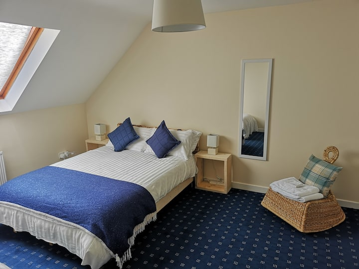 THE APARTMENT (WITH PRIVATE ACCESS TO LOUGH ERNE)