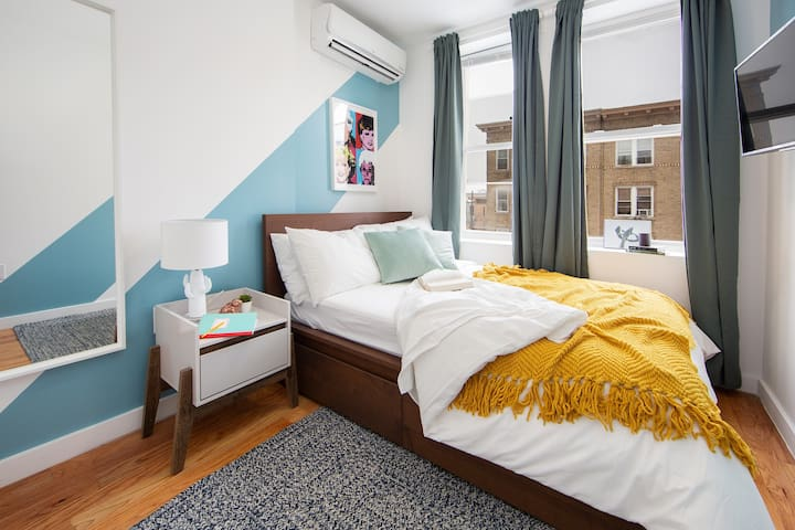 Your Private Oasis In A Shared Apt,3 Trains!  3R-2