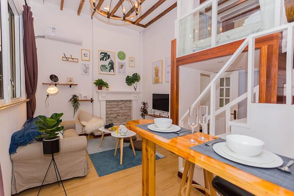 入门是一个精心布置的客厅,期待每一次温暖的会面