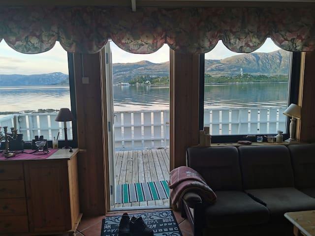 Hytte ved havet å nær fjell 650m 50min til Tromsø