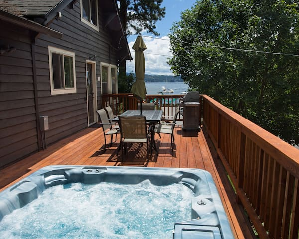 Cottage with Hot Tub & Lake & Tubbs Hill Views - Coeur d'Alene - House