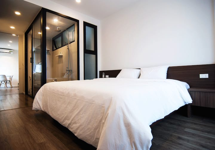 Johnny home:  Westlake modern one bed apartment