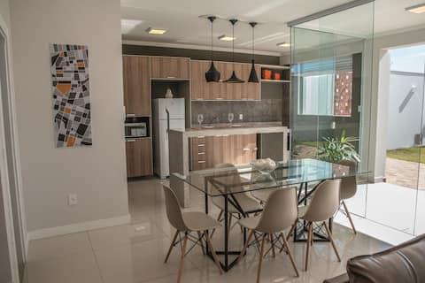 Casa moderna e aconchegante  para até 6 pessoas!