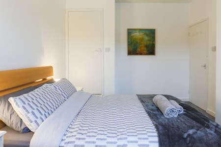Quiet flat, great for cycling, walking & beaches