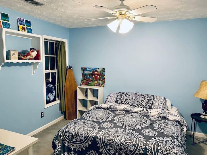 Bedroom near mall of Georgia and Lake Lanier
