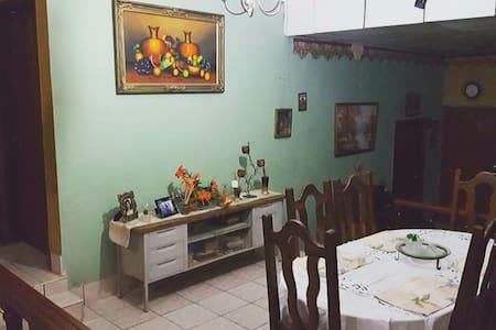 LA CASA DE GLORIA - La Ceiba - House